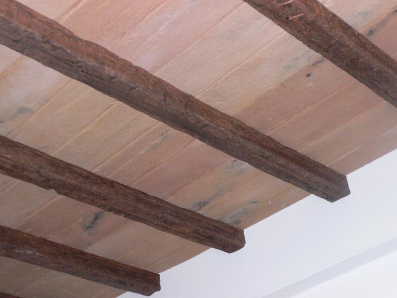 Travi in finto legno e pianelle finto cotto polistirolo for Polistirolo finto legno